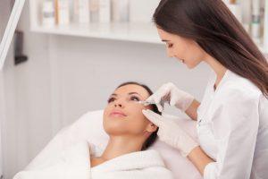 Tratament fata: injectii cu acid hialuronic