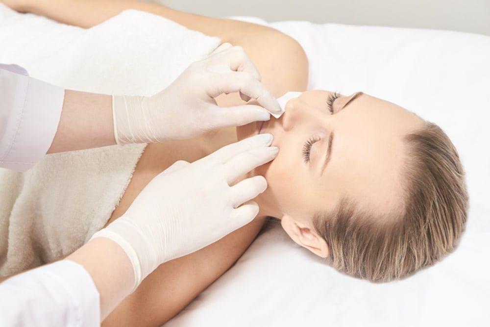 Metode temporare de indepartare a parului facial
