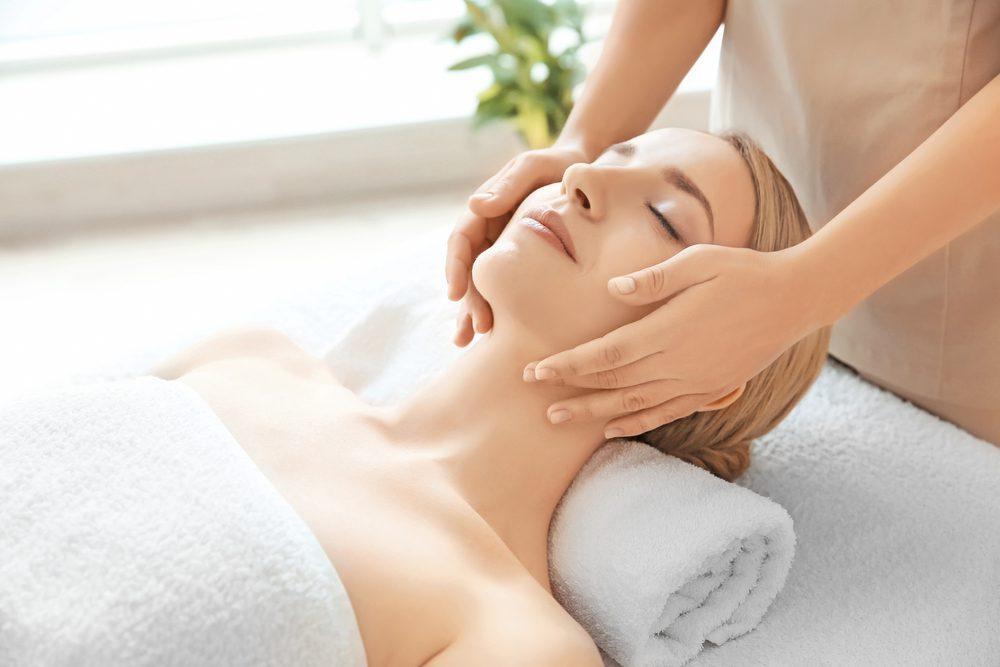 Beneficiile unui masaj de relaxare facial