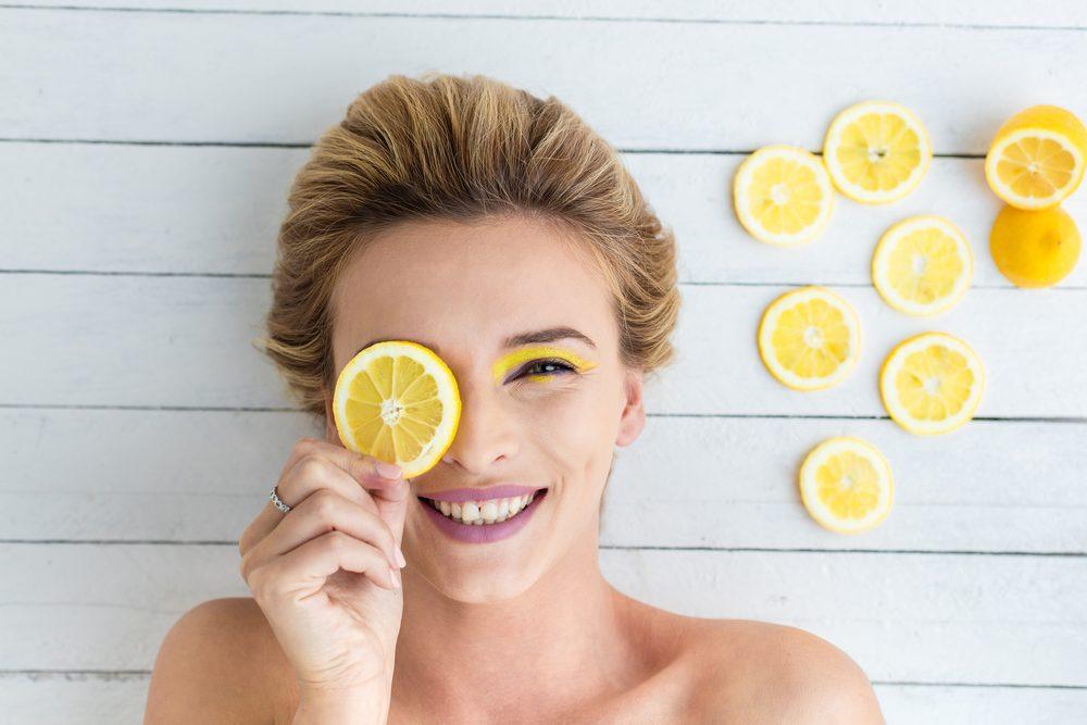 Vitamina C stimuleaza productia de colagen